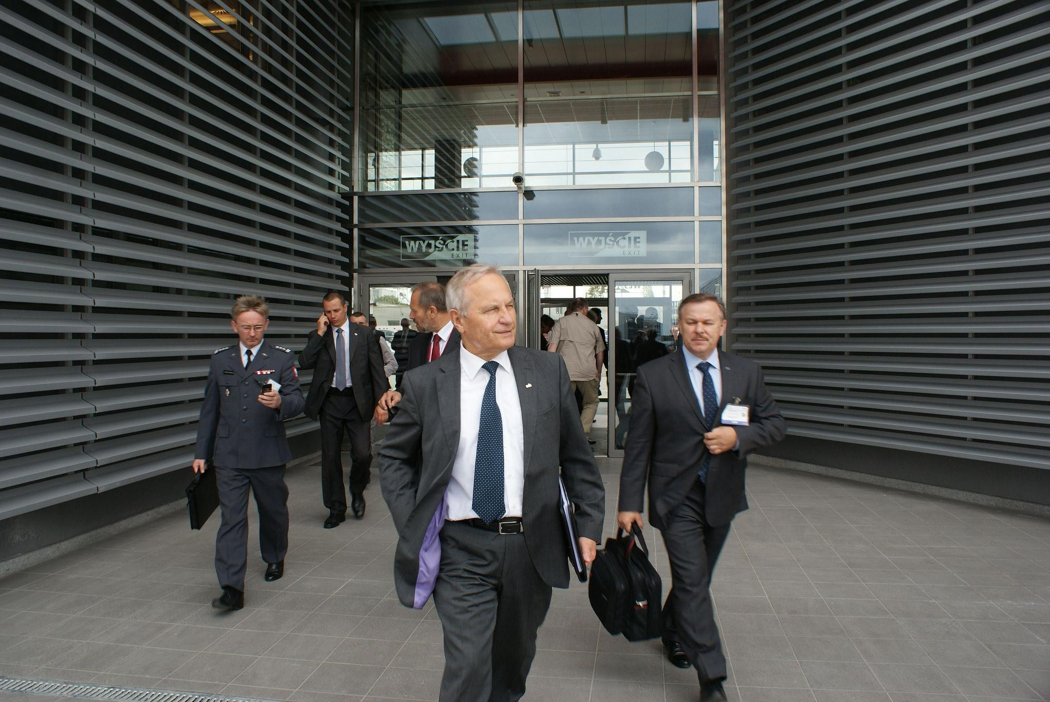 Gen. Koziej: Prezydent powinien doprowadzić do dymisji Macierewicza