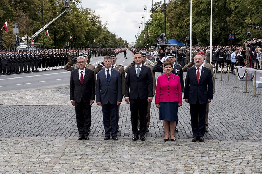 """Prezydent nie wręczy nominacji generalskich. """"Otwarta wojna Dudy z Macierewiczem"""""""