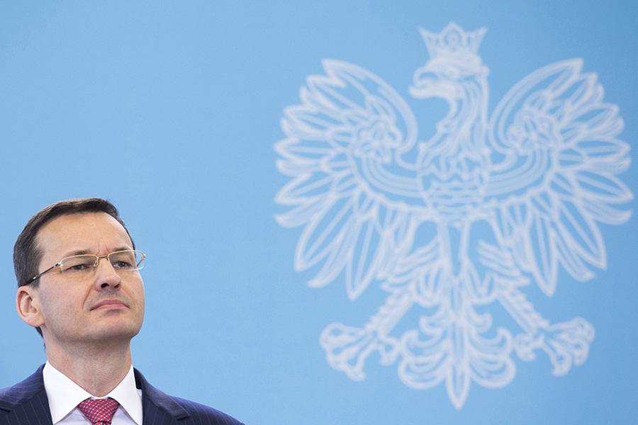 """Mateusz Morawiecki za Beatę Szydło. """"Zamienił stryjek siekierkę na kijek"""""""