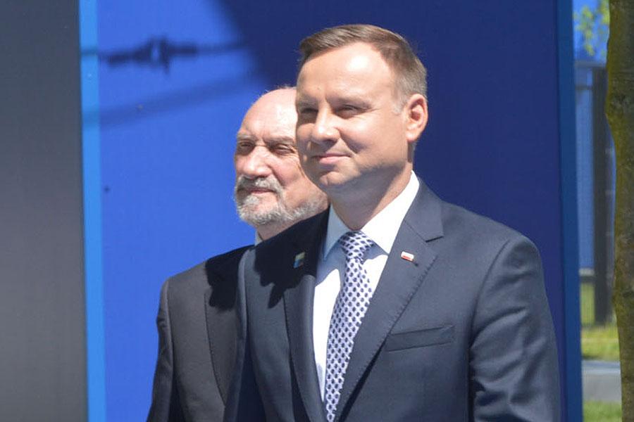 Gen. Kraszewski bez certyfikatu. Zemsta Macierewicza na Dudzie