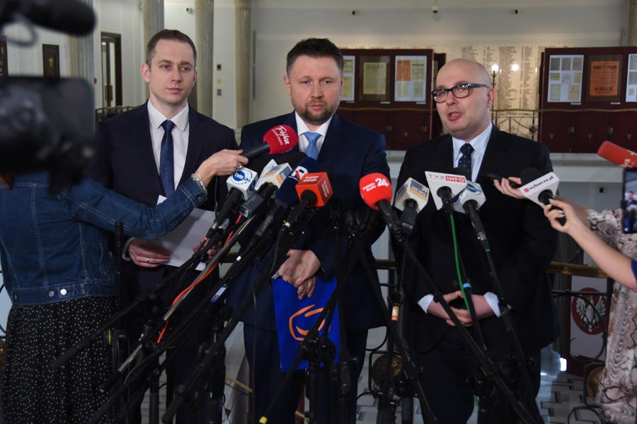 """CBA zastrasza posłów opozycji. """"Nie zamilkniemy w sprawie taśm Kaczyńskiego"""""""