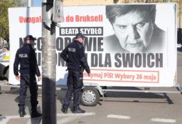 Ewakuacja PiS na billboardach. Kolejny Konwój Wstydu ruszył w Polskę